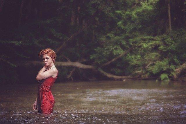 Panna Młoda w czerwieni